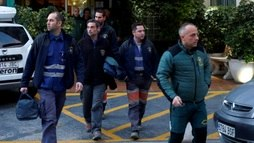 Mineiros se preparam para fazer resgate de menino que caiu em poço na Espanha ()