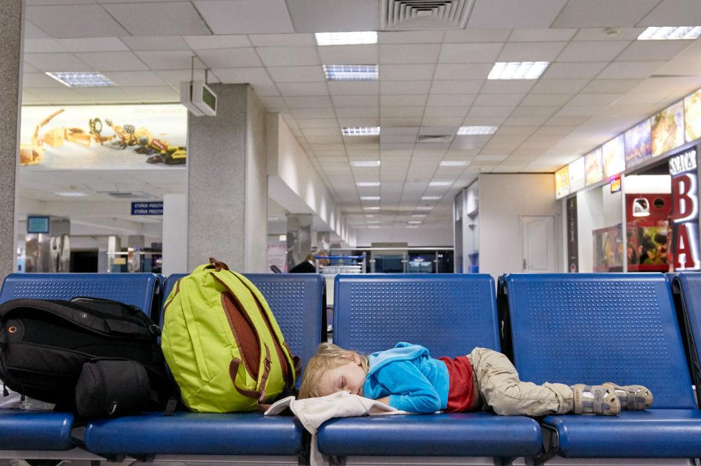 Resultado de imagem para Avião retorna durante o voo para buscar bebê esquecido em aeroporto