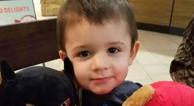 Bebê que foi agredido pela mãe ao não comer um cachorro-quente
