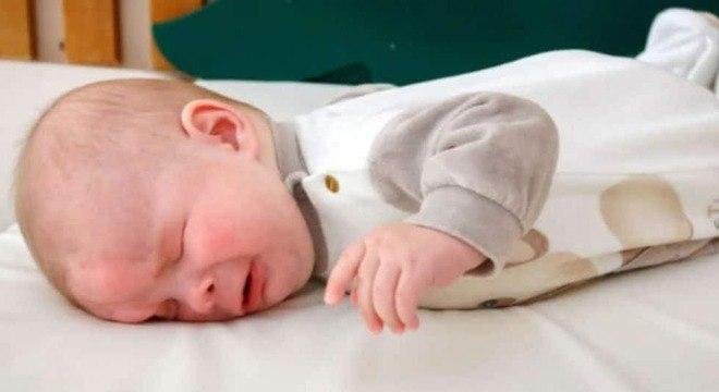 Bebê que nasceu sem olhos e foi colocado para a adoção