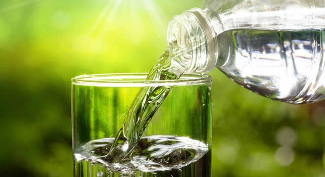 Beber água: descubra os benefícios para a saúde além da hidratação
