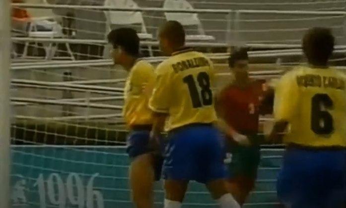 Bebeto marcou duas vezes na campanha da medalha de prata em 1988 e foi artilheiro da competição em 1996, dividindo o posto com o argentino Hernán Crespo, com seis gols. O Brasil foi medalha de bronze em Atlanta. Bebeto era jogador do Flamengo em 1988 e 1996.