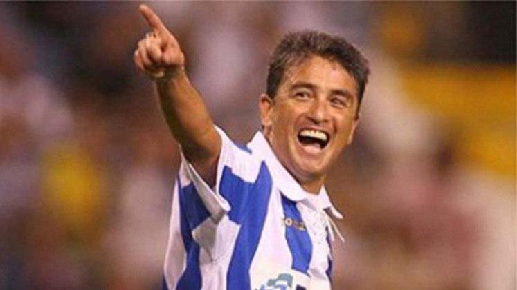 BEBETO - O atacante do Flamengo, Vasco e Botafogo não pode faltar nessa lista. Campeão do mundo em 1994, na campanha do tetra, Bebeto vestiu a camisa do La Coruña de 1992 a 1996, período da Copa. Conquistou a Copa do Rei e Supercopa da Espanha pelo clube.