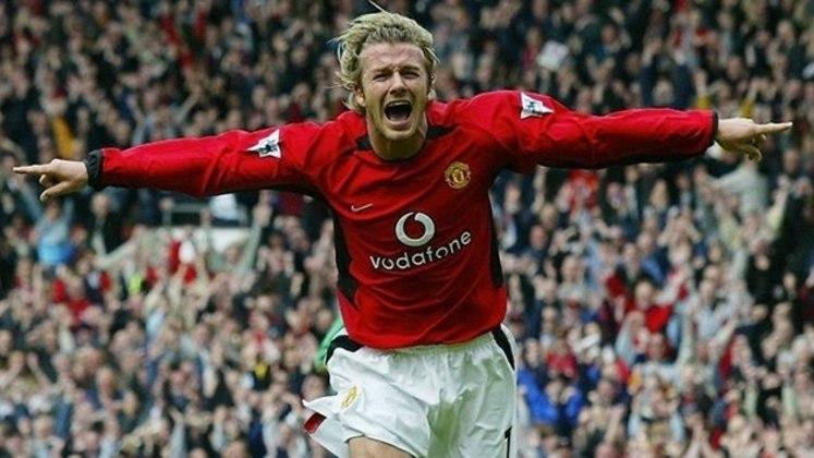 Beckham era uma das estrelas do Manchester United e chegou com toda a pompa de craque. Ele estreou a equipe principal dos Reds em 95 e jogou um total de 394 partidas, marcando 85 gols. Entre os títulos, conquistou seis vezes a Premier League, duas vezes a Copa da Inglaterra, uma Liga dos Campeões e um Mundial de Clubes.