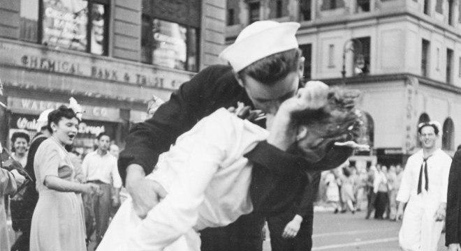George Mendonsa celebrava o fim da 2ª Guerra quando beijou Greta Friedmann