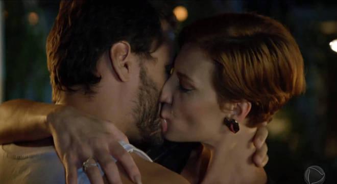 O primeiro beijo entre Sophia e Antonio arrancou o fôlego dos telespectadores