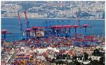Duas fotos comparam o porto de Beirute antes e depois da megaexplosão