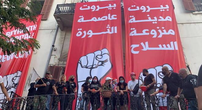 Manifestantes tomam prédio do Ministério das Relações Exteriores, em Beirute