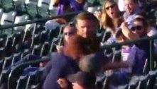 Torcedor nocauteia rival durante briga generalizada no beisebol