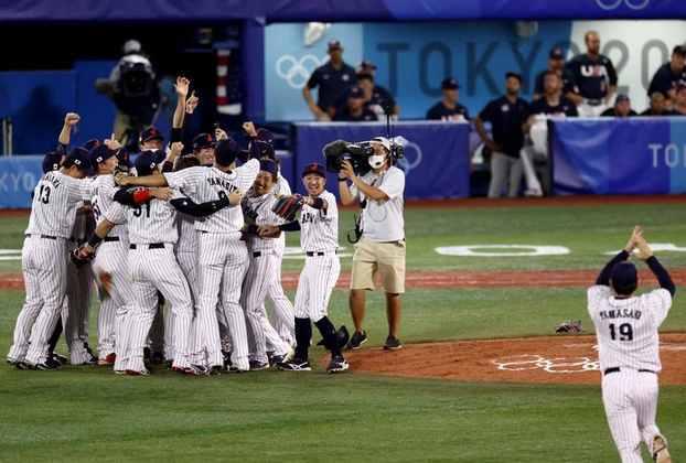 BEISEBOL - O Japão venceu os Estados Unidos por 2 a 0 e conquistou a medalha de ouro no beisebol. A República Dominicana derrotou a Coreia do Sul por 10 a 6 e ficou com o bronze.