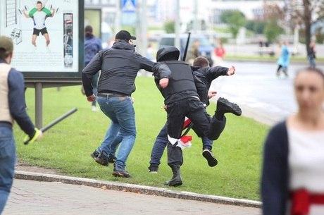 Na imagem, protesto em Misk neste domingo (6)