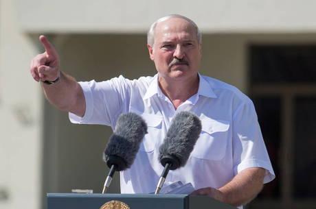 Lukashenko sugere referendo para amenizar crise