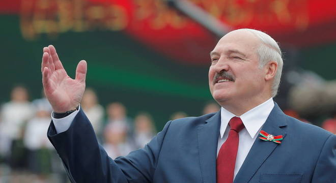 Alexander Lukashenko recomenda vodka e sauna contra coronavírus