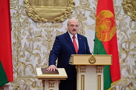 Lukashenko toma posse para 6º mandato