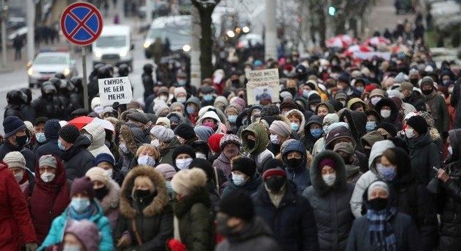 Manifestantes ocupam o centro de Minsk em protesto contra Lukashenko