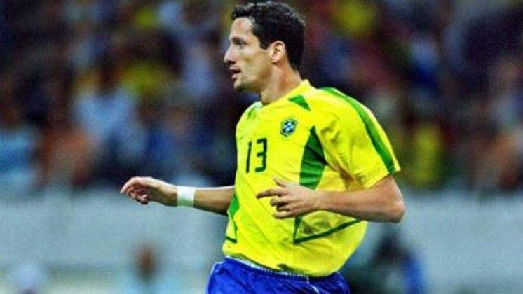 BELETTI - Foi o lateral-direito titular naquela partida. Ex-Chelsea, Barcelona e Fluminense, atualmente é embaixador global do Barça e diretor de negócios internacionais do Cruzeiro, palestrante e co-fundador da rede de franquias Arena Belletti.
