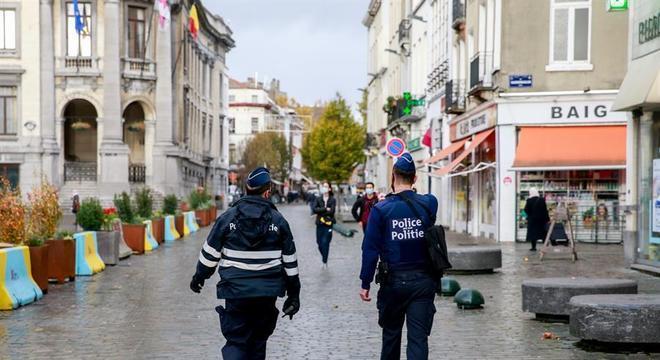Centro de Bruxelas segue esvaziado em meio à pandemia de covid-19