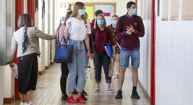 Bélgica impôs quarentena a estudantes que viajaram ao exterior nas férias
