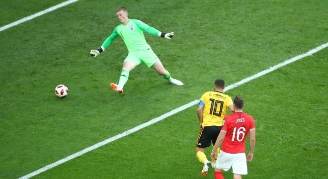 Hazard foi objetivo na conclusão de mais um contragolpe belga. 2 a 0