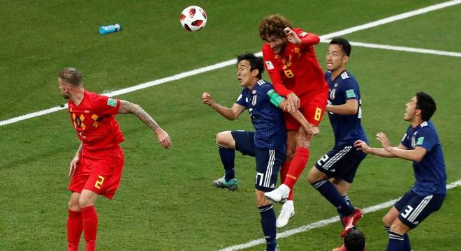 Fellaini marca o gol de empate da Bélgica no duelo entre belgas e japoneses