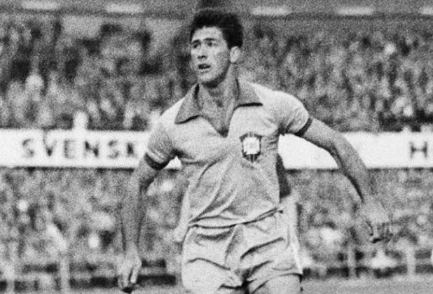 Bellini - Capitão da Seleção Brasileira em 1958 e com passagem marcante pelo Vasco, o ex-zagueiro sofria de Mal de Alzheimer e faleceu em 2014.