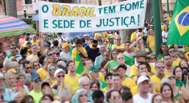 Em Belo Horizonte, os manifestantes se reuniram na Praça da Liberdade