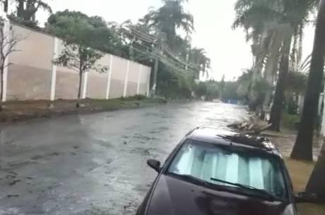 Imagens mostram chuva na região da Pampulha, em BH