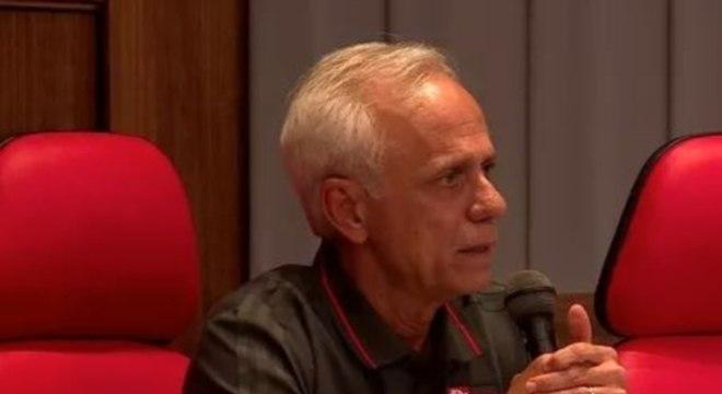 A entrevista do CEO do Flamengo sobre as mortes no CT. Mais vazia impossível
