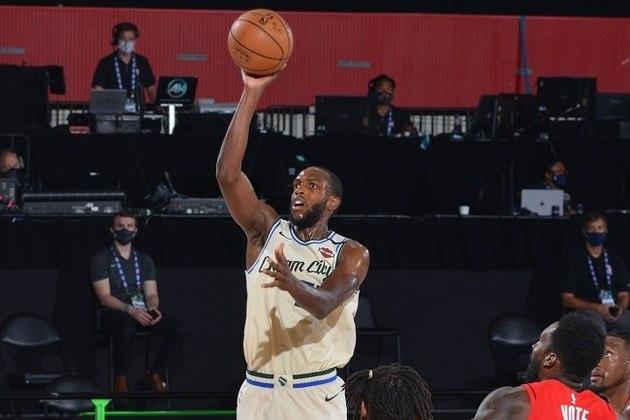 Bem ofensivamente desde o início, o ala Khris Middleton (Milwaukee Bucks) somou 27 pontos, 12 rebotes, quatro assistências e seis erros de ataque na derrota para o Houston Rockets. Middleton ainda não mostrou o ótimo arremesso de três que possui. Em Orlando, ele acertou cinco de 17 tentativas (29.4% de aproveitamento)