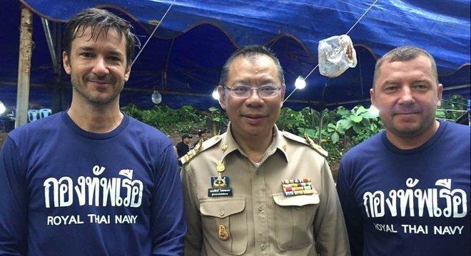 O belga Ben Reymenants (esq.) estaria entre os que acharam o grupo desaparecido em caverna tailandesa Claus Rasmussen