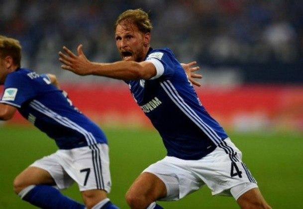 Benedikt Höwedes (titular): Outro que já se aposentou após ser campeão da Copa do Mundo, Howedes teve passagens por grandes clubes como Juventus e Schalke 04 até dcidir parar de jogar futebol em definitivo.
