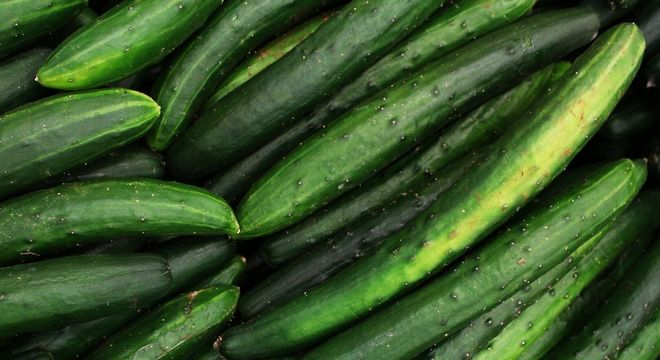 Benefícios do pepino para a pele: 5 receitas caseiras de beleza