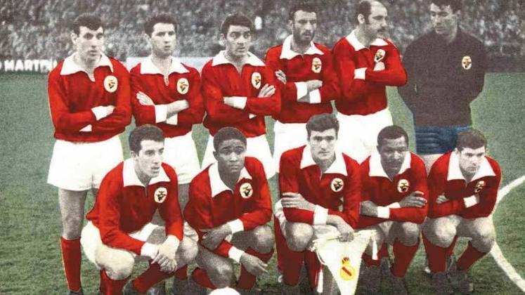 Benfica - 2 títulos (1960–61 e 1961–62).