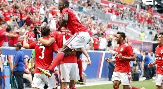 Agora o Benfica espera o último jogo do Manchester United, para confirmar título