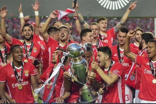 Benfica - quatro títulos consecutivos do Campeonato Português: 2013/2014 até 2016/2017