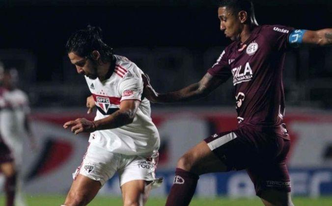 Benitez - durante a final do Campeonato Paulista, o meia argentino sofreu um estiramento na coxa.