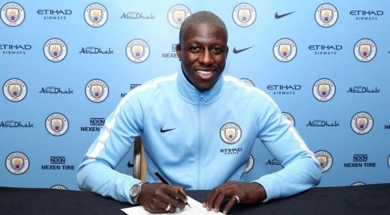 Benjamin Mendy, do Manchester City, testou positivo para coronavírus.
