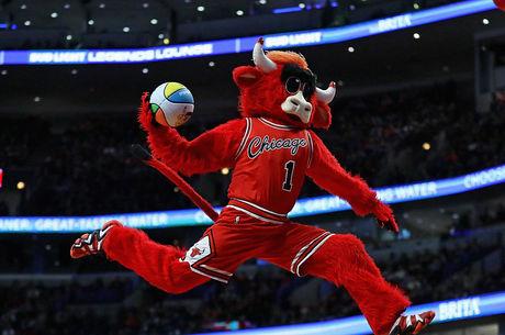 Mascote Benny, do Chicago Bulls, é sucesso absoluto na NBA