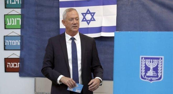 Azul e Branco, partido de Benny Gantz, deve ficar pouco à frente do Likud (de Netanyahu) no número de assentos no Parlamento