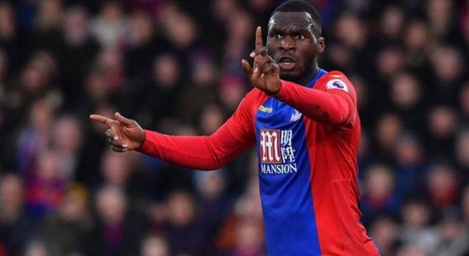 Benteke (30 anos) - Clube atual: Crystal Palace - Posição: atacante - Valor de mercado: 9 milhões de euros