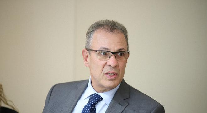 Ministro chegou a ficar 12 dias em isolamento, após primeiro teste dar positivo