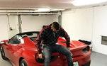 Benzema ainda tem uma Ferrari 458 Spider. O modelo conversível acelera de zero a 100 km/h em 3,4 segundos e atinge velocidade máxima de 338 km/h. Seu valor é perto deR$1.4 milhões