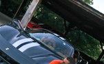 O astro ainda conta com duas máquinas da Ferrari. A primeira é umaFerrari 458 feita para as pistas. Esse modelo chega ao preço deR$ 2,8 milhões