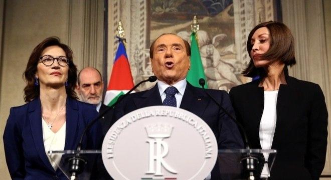 Berlusconi foi primeiro-ministro da Itália e exerce hoje o cargo de eurodeputado
