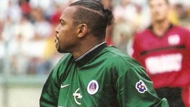 Bernard Lama – O ex-goleiro francês defendeu as redes do PSG por duas passagens - de 1992 a 1997 e de 1998 a 2000 - e foi escolhido por Mbappé para integrar o PSG histórico do craque