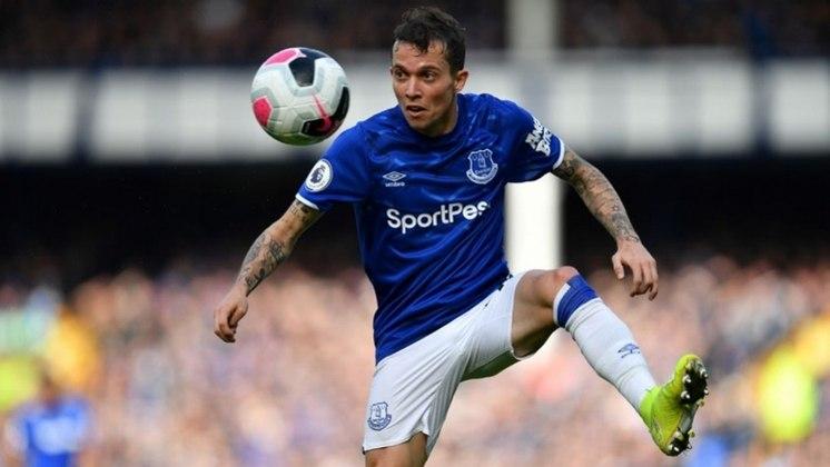BERNARD – O atacante do Everton perdeu espaço no time inglês e chegou até a ser cogitado em outros times, como a Roma. Com passagens pela Seleção, na Copa de 2014, e no Shakhtar Donetsk, o futebol brasileiro poderia ser um caminho para o jogador de 28 anos recuperar seu espaço.