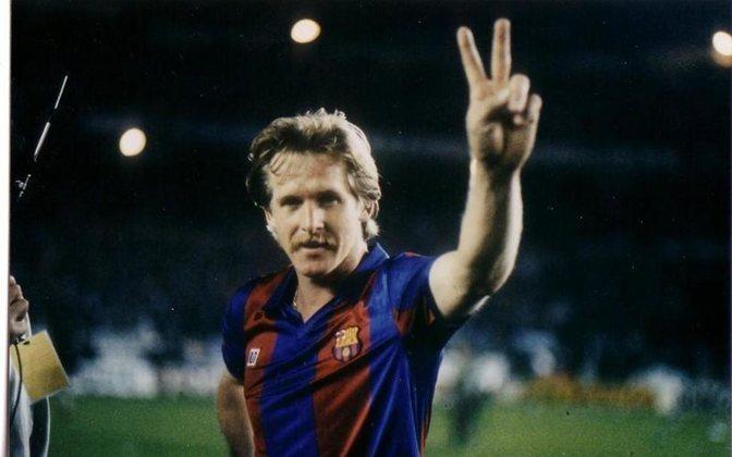 BERND SCHUSTER - Um dos maiores meias do futebol alemão, Bernd Schuster fechou com o Barcelona em 1980. Ficou oito anos no clube sendo alçado na condição de ídolo. Mas entrou em rota de colisão com o presidente Josep Lluís Núñez, uma vez que reclamava que o Barça não havia cumprido alguns compromissos financeiros. Conseguiu rescindir contrato e foi reforçar justamente o rival Real Madrid.