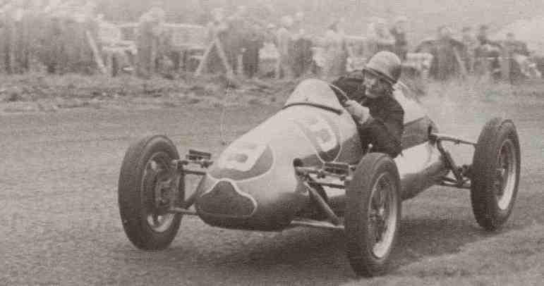 Bernie Ecclestone era piloto e tentou se classificar em duas corridas na Fórmula 1 em 1958, em Mônaco e Inglaterra. Não conseguiu em ambas as tentativas