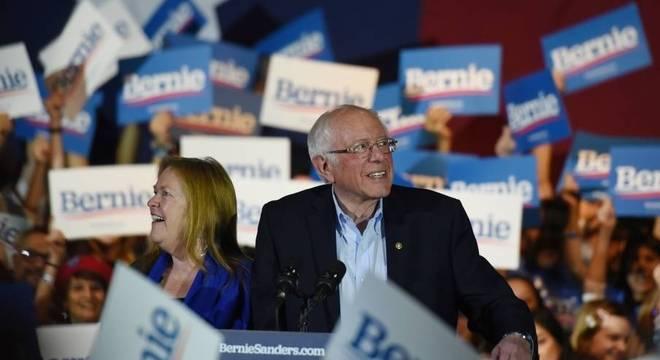 Sanders comemora vitória em Nevada, nas primárias democratas para eleições nos EUA