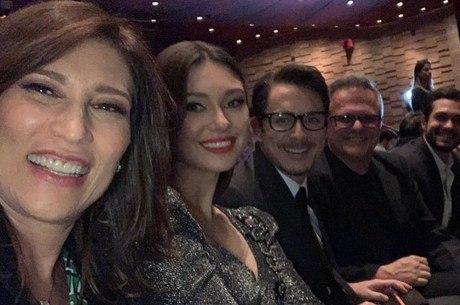 Beth viu o filme na companhia dos colegas de trabalho